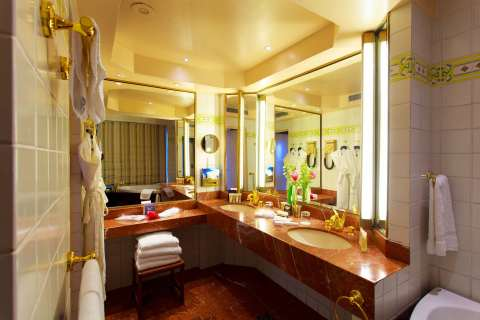 rooms-and-suites